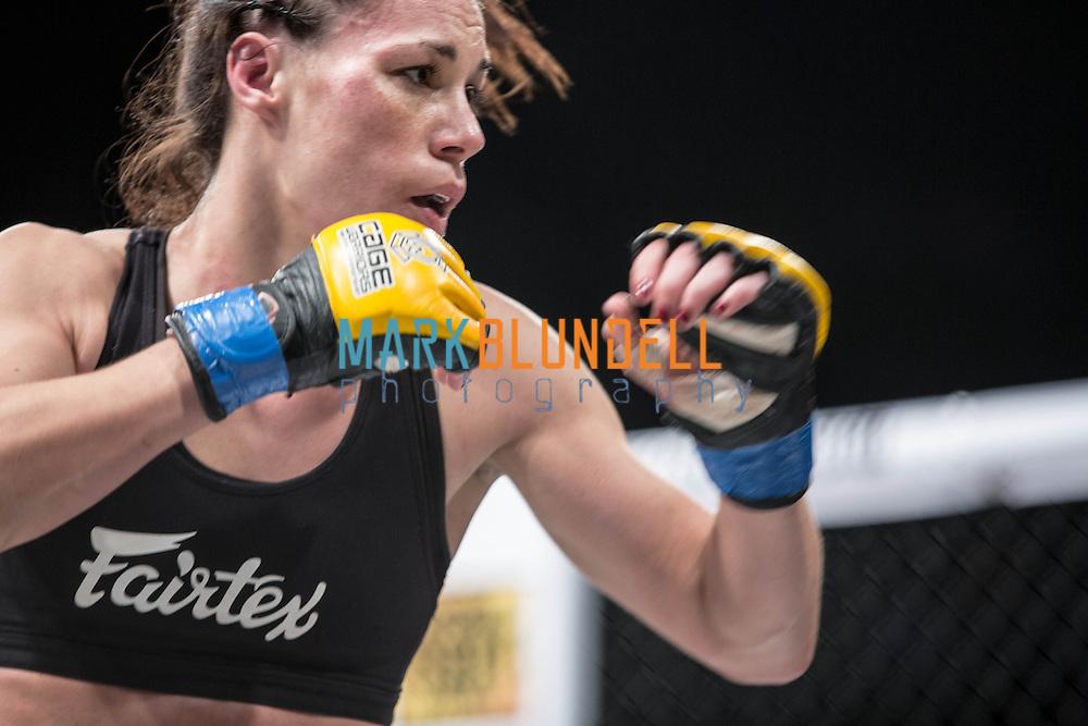 Laura Howarth vs. Amanda Kelly