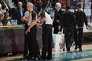 DESCRIZIONE : Siena Lega A 2011-12 Bancatercas Teramo Montepaschi Siena<br /> GIOCATORE : Arbitro<br /> CATEGORIA : arbitro pregame<br /> SQUADRA : Montepaschi Siena Virtus Roma<br /> EVENTO : Campionato Lega A 2011-2012<br /> GARA : Montepaschi Siena Virtus Roma<br /> DATA : 05/11/2011<br /> SPORT : Pallacanestro<br /> AUTORE : Agenzia Ciamillo-Castoria/GiulioCiamillo<br /> Galleria : Lega Basket A 2011-2012<br /> Fotonotizia : Siena Lega A 2011-12 Montepaschi Siena Virtus Roma<br /> Predefinita :