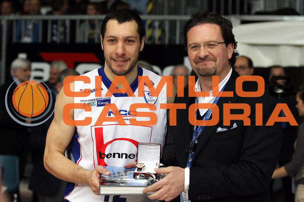 DESCRIZIONE : Cantu Lega A 2010-11 Bennet Cantu Dinamo Sassari<br /> GIOCATORE : Nicolas Mazzarino Premiazione 300 gare in serie A<br /> SQUADRA : Bennet Cantu<br /> EVENTO : Campionato Lega A 2010-2011<br /> GARA : Bennet Cantu Dinamo Sassari<br /> DATA : 04/12/2010<br /> CATEGORIA : Ritratto Premiazione<br /> SPORT : Pallacanestro<br /> AUTORE : Agenzia Ciamillo-Castoria/G.Cottini<br /> Galleria : Lega Basket A 2010-2011<br /> Fotonotizia : Cantu Lega A 2010-11 Bennet Cantu Dinamo Sassari<br /> Predefinita :