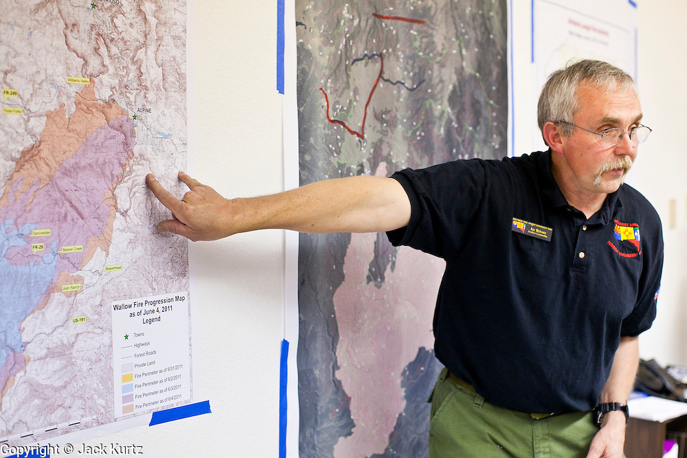 "04 JUNE 2011 - EAGAR, AZ: Joe Reinarz (CQ) commander of the Type I team battling the Wallow Fire briefs AZ Governor Jan Brewer Saturday. The fire grew to more than 140,000 acres early Saturday with zero containment. A ""Type I"" incident command team has taken command of the fire.  PHOTO BY JACK KURTZ"