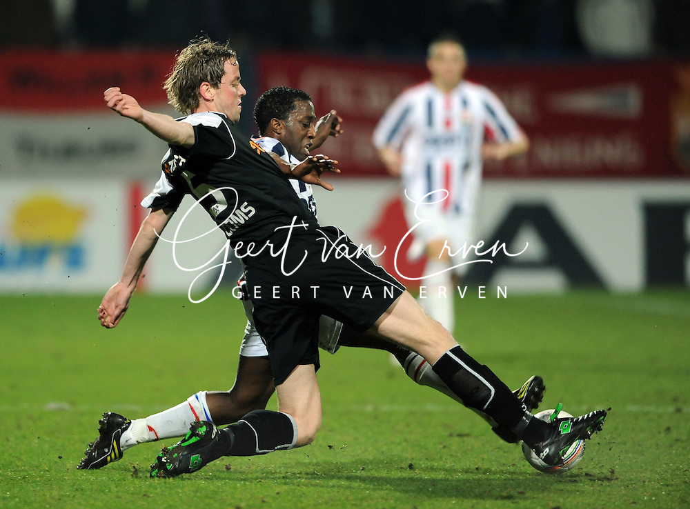 28-02-2009 Voetbal:Willem II:Heracles Almelo:Tilburg<br /> Mark Looms en Sergio Zijler<br /> Foto: Geert van Erven