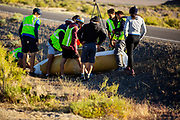 De ochtendruns op de zesde racdedag. In Battle Mountain (Nevada) wordt ieder jaar de World Human Powered Speed Challenge gehouden. Tijdens deze wedstrijd wordt geprobeerd zo hard mogelijk te fietsen op pure menskracht. De deelnemers bestaan zowel uit teams van universiteiten als uit hobbyisten. Met de gestroomlijnde fietsen willen ze laten zien wat mogelijk is met menskracht.<br /> <br /> In Battle Mountain (Nevada) each year the World Human Powered Speed ​​Challenge is held. During this race they try to ride on pure manpower as hard as possible.The participants consist of both teams from universities and from hobbyists. With the sleek bikes they want to show what is possible with human power.