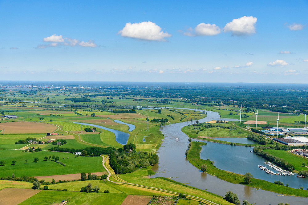 Nederland, Gelderland, Zutphen, 29-05-2019; overzicht rivier De IJssel en Marshaven (jachthaven)<br /> River De IJssel .<br /> <br /> luchtfoto (toeslag op standard tarieven);<br /> aerial photo (additional fee required);<br /> copyright foto/photo Siebe Swart