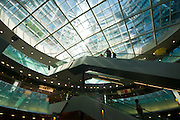 Einkaufszentrum, Gasometer City in Simmering, Wien, Österreich .|.shopping centre, Gasometer City in Simmering, Vienna, Austria..