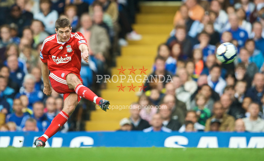 LONDON, ENGLAND - Sunday, October 4, 2009: Liverpool's captain Steven Gerrard MBE during the Premiership match against Chelsea at Stamford Bridge. (Pic by David Rawcliffe/Propaganda)
