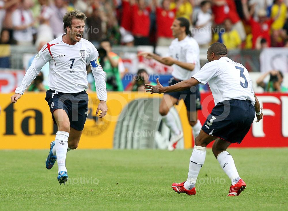 Fussball WM 2006   Achtelfinale   England - Ecuador David BECKHAM (li) bejubelt sein Tor zum 1:0 mit Ashley COLE (re, beide ENG)