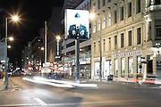 Checkpoint Charlie. Tra il 1961 e il 1990 da qui passavano alleati, diplomatici e stranieri che avevano il permesso di transitare tra le due Berlino. Nell'ottobre 1961 poco dopo l'inizio della costruzione del Muro qui si fronteggiarono i carri armati americani e sovietici tenendo il mondo con il fiato sospeso.  Berlino, Germania, 9 ottobre 2014. Guido Montani / OneShot<br /> <br /> Checkpoint Charlie. From 1961 until 1990 this was the crossing point between East Berlin and west Berlin. In october 1961, soon after the construction of the Wall, american and soviet tank faced each other at this location but it finally ended peacfully. Berlin, Germany, 9 october 2014. Guido Montani / OneShot