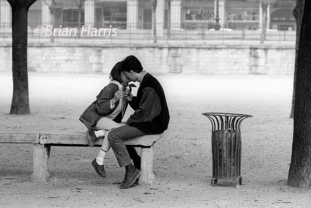 PARIS, FRANCE. KISS IN THE JARDIN DES TUILERIES.1988.<br /> COPYRIGHT PHOTOGRAPH BY BRIAN HARRIS  &copy;<br /> 07808-579804