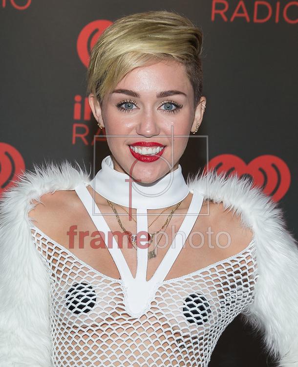 *BRAZIL ONLY *ATENÇÃO EDITOR, IMAGEM EMBARGADA PARA VEÍCULOS INTERNACIONAIS* wenn20688765 - Las Vegas, EUA -  21//09/2013 - A cantora Miley Cyrus chega para sua apresentação  no iHeartRadio Music Festival Village, no MGM Grand, em Las Vegas, EUA. Foto: Try CW/Wenn/Frame