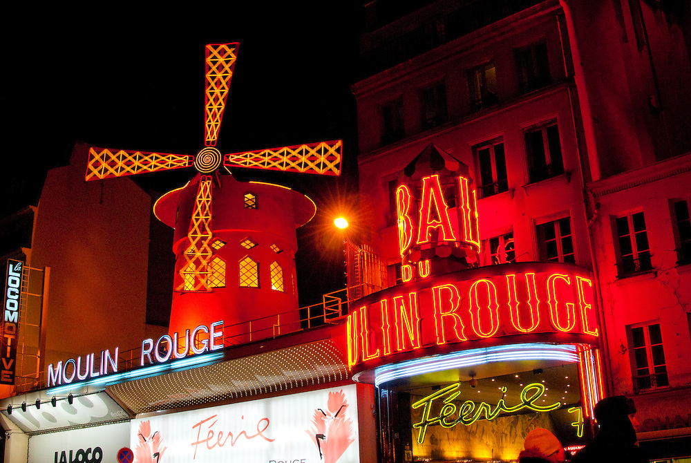 Entrance to Moulin Rouge caberet at night.