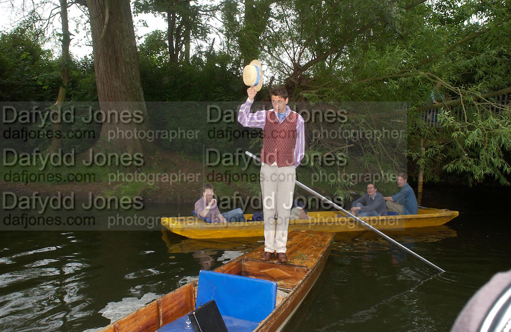 Adam Shindler . The Dangerous Sports Club host the innauguaral Oxford V  Cambridge Punt Race. University Parks. Oxford. 25 June 2005. 25 June 2005. ONE TIME USE ONLY - DO NOT ARCHIVE  © Copyright Photograph by Dafydd Jones 66 Stockwell Park Rd. London SW9 0DA Tel 020 7733 0108 www.dafjones.com
