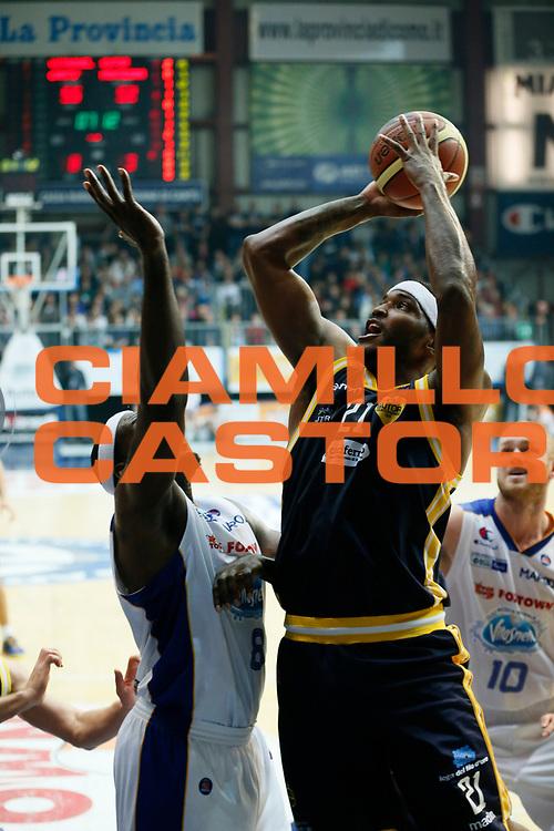 DESCRIZIONE : Cantu Lega A 2013-14 Acqua Vitasnella Cantu Sutor Montegranaro<br /> GIOCATORE : Jamie Skeen<br /> CATEGORIA : Tiro<br /> SQUADRA : Sutor Montegranaro<br /> EVENTO : Campionato Lega A 2013-2014<br /> GARA : Acqua Vitasnella Cantu Sutor Montegranaro<br /> DATA : 29/12/2013<br /> SPORT : Pallacanestro <br /> AUTORE : Agenzia Ciamillo-Castoria/G.Cottini<br /> Galleria : Lega Basket A 2013-2014  <br /> Fotonotizia : Cantu Lega A 2013-14 Acqua Vitasnella Cantu Sutor Montegranaro<br /> Predefinita :