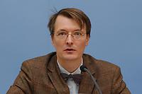 2003, BERLIN/GERMANY:<br /> Prof. Dr. Karl Lauterbach, Gesundheitsoekonom und Mitglied der Ruerup-Kommission, Pressekonferenz zur Vorstellung der Hypertonie-Studie, Bundesministerium fuer Gesundheit und Soziale Sicherung<br /> IMAGE: 20030423-01-016