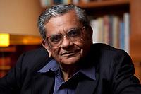 31 MAY 2010, BERLIN/GERMANY:<br /> Jagdish Natwarlal Bhagwati, indischer Oekonom und Professor fuer Politik und Wirtschaft an der Columbia University, nach einem Interview, Bibiothek der American Academy<br /> IMAGE: 20100531-02-124<br /> KEYWORDS: Jagdish Bhagwati, Ökonom