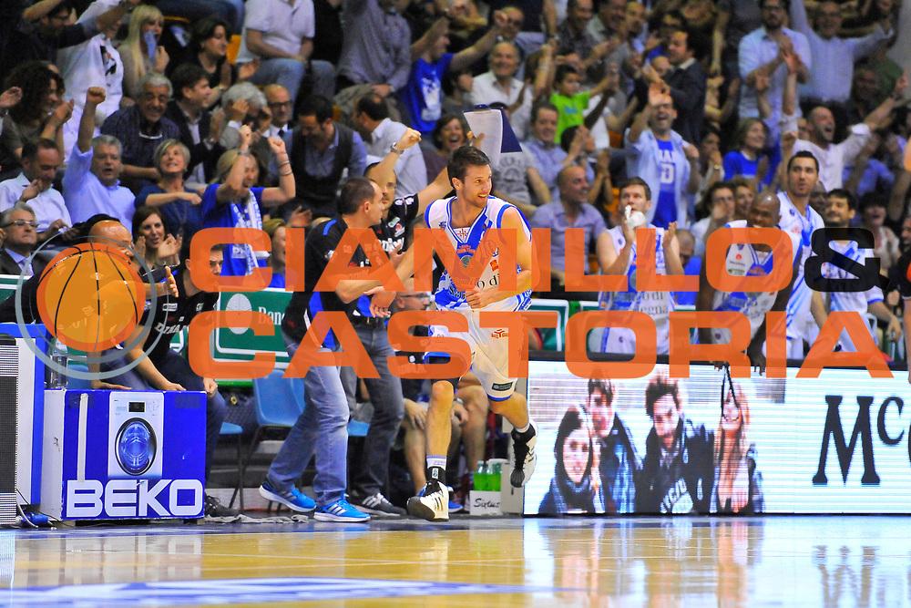 DESCRIZIONE : Campionato 2013/14 Quarti di Finale GARA 2 Dinamo Banco di Sardegna Sassari - Enel Brindisi<br /> GIOCATORE : Drake Diener<br /> CATEGORIA : Esultanza Tre Punti Pubblico<br /> SQUADRA : Dinamo Banco di Sardegna Sassari<br /> EVENTO : LegaBasket Serie A Beko Playoff 2013/2014<br /> GARA : Dinamo Banco di Sardegna Sassari - Enel Brindisi<br /> DATA : 21/05/2014<br /> SPORT : Pallacanestro <br /> AUTORE : Agenzia Ciamillo-Castoria / Luigi Canu<br /> Galleria : LegaBasket Serie A Beko Playoff 2013/2014<br /> Fotonotizia : DESCRIZIONE : Campionato 2013/14 Quarti di Finale GARA 2 Dinamo Banco di Sardegna Sassari - Enel Brindisi<br /> Predefinita :