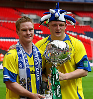 Fotball<br /> England<br /> Foto: Colorsport/Digitalsport<br /> NORWAY ONLY<br /> <br /> 08.05.2010<br /> Football -  FA Trophy Final - Stevenage Borough vs Barrow<br /> Barrow goalscorers Jason Walker and Lee McEvilly pose with the FA Trophy at Wembley Stadium