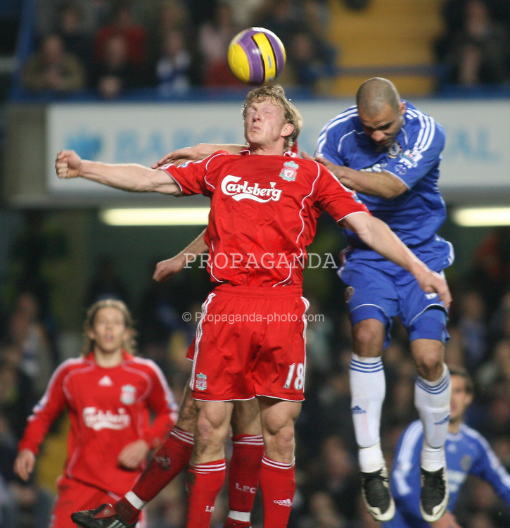 LONDON, ENGLAND - Sunday, February 10, 2008: Liverpool's Dirk Kuyt and Chelsea's Alex during the Premiership match at Stamford Bridge. (Photo by Chris Ratcliffe/Propaganda)