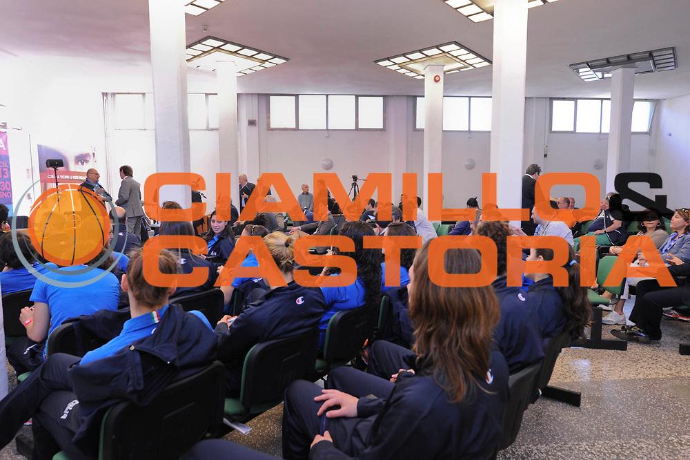 DESCRIZIONE : Roma Foro Italico Presentazione nuova maglia della Nazionale Italiana Femminile e incontro delle ragazze nazionali con Sara Errani e Roberta Vinci<br /> GIOCATORE : <br /> CATEGORIA : conferenza stampa presentazione<br /> SQUADRA : Nazionale Italiana Donne Femminile FIT FIP<br /> EVENTO : FIP Nazionali 2013<br /> GARA : <br /> DATA : 13/05/2013 <br /> SPORT : Pallacanestro<br /> AUTORE : Agenzia Ciamillo-Castoria/N. Dalla Mura <br /> Galleria : FIP Nazionali 2013<br /> Fotonotizia : Roma Foro Italico Presentazione nuova maglia della Nazionale Italiana Femminile e incontro delle ragazze nazionali con Sara Errani e Roberta Vinc
