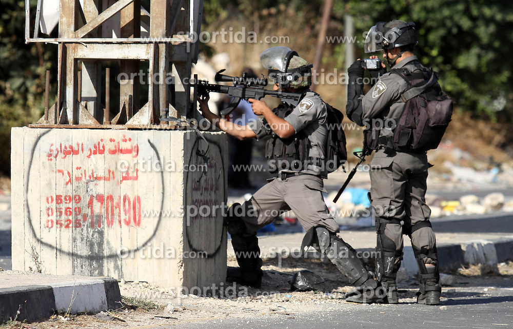16.10.2015, Nablus, PSE, Gewalt zwischen Pal&auml;stinensern und Israelis, im Bild Zusammenst&ouml;sse zwischen Pal&auml;stinensischen Demonstranten und Israelischen Sicherheitskr&auml;fte // Members of Israeli security forces aim at Palestinian protesters during clashes at the Israeli Hawara checkpoint near the West Bank city of Nablus October 16, 2015. The unrest that has engulfed Jerusalem and the occupied West Bank, the most serious in years, has claimed the lives of 35 Palestinians and seven Israelis. The tension has been triggered in part by Palestinians' anger over what they see as increased Jewish encroachment on Jerusalem's al-Aqsa mosque compound, Palestine on 2015/10/16. EXPA Pictures &copy; 2015, PhotoCredit: EXPA/ APAimages/ Nedal Eshtayah<br /> <br /> *****ATTENTION - for AUT, GER, SUI, ITA, POL, CRO, SRB only*****