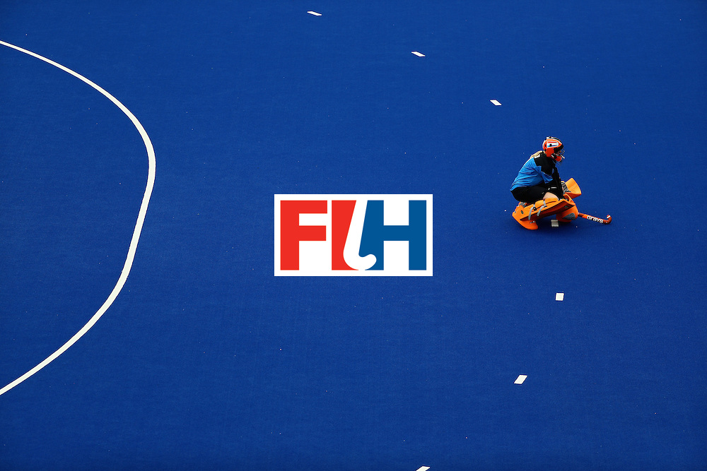 RIO DE JANEIRO, BRAZIL - AUGUST 12:  Joyce Sombroek #1 of Netherlands kneels against New Zealand during a Women's Preliminary Pool A match on Day 7 of the Rio 2016 Olympic Games at the Olympic Hockey Centre on August 12, 2016 in Rio de Janeiro, Brazil.  (Photo by Sean M. Haffey/Getty Images)