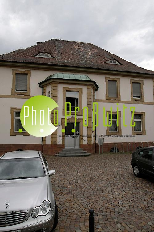 Ludwigshafen. Oggersheim. Pfarrhaus der Wallfahrtskirche Maria Himmelfahrt<br /> <br /> <br /> Bild: Markus Proflwitz / masterpress /  <br /> <br />  *** Local Caption *** masterpress Mannheim - Pressefotoagentur<br /> Markus Proflwitz<br /> C8, 12-13<br /> 68159 MANNHEIM<br /> +49 621 33 93 93 60<br /> info@masterpress.org<br /> Dresdner Bank<br /> BLZ 67080050 / KTO 0650687000<br /> DE221362249