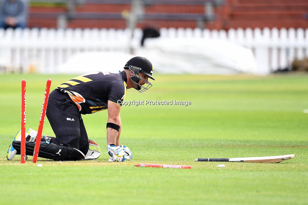 Luke Woodcock caught short of the crease for the match to end in a tie during the McDonald's Super Smash, Wellington Firebirds vs Otago Volts, Basin Reserve, Wellington, Tuesday 03rd January 2017. Copyright Photo: Raghavan Venugopal / www.photosport.nz