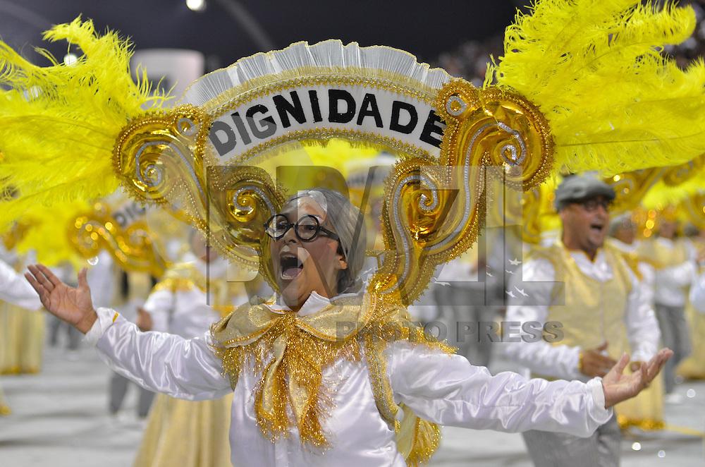 SAO PAULO, SP, 09 FEVEREIRO 2013 - CARNAVAL SP - NENE DE VILA MATILDE - Integrante da escola de samba Nenê de Vila Matilde durante desfile no segundo dia do Grupo Especial no Sambódromo do Anhembi na região norte da capital paulista, nesta sabado, 09. FOTO: LEVI BIANCO - BRAZIL PHOTO PRESS