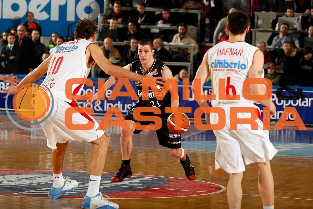DESCRIZIONE : Varese Lega A1 2007-08 Cimberio Varese La Fortezza Virtus Bologna<br /> GIOCATORE : Donnie Mc Grath<br /> SQUADRA : La Fortezza Virtus Bologna<br /> EVENTO : Campionato Lega A1 2007-2008<br /> GARA : Cimberio Varese La Fortezza Virtus Bologna<br /> DATA : 16/12/2007<br /> CATEGORIA : Palleggio<br /> SPORT : Pallacanestro<br /> AUTORE : Agenzia Ciamillo-Castoria/G.Cottini