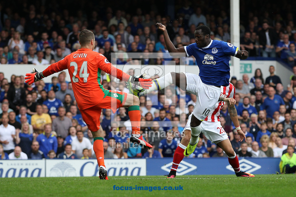 Shay Given of Stoke City saves another goal attempt by Romelu Lukaku of Everton during the Premier League match at Goodison Park, Liverpool.<br /> Picture by Michael Sedgwick/Focus Images Ltd +44 7900 363072<br /> 27/08/2016