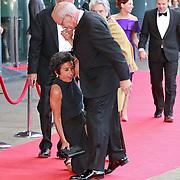 NLD/Amsterdam/20110527 - 40ste verjaardag Prinses Maxima, Lydia Brouwer - van Gonzenbach valt en haar man Gerrit Zalm tilt haar omhoog