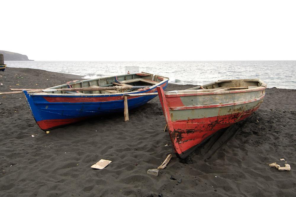 09 JAN 2006, SAO FELIPE/FOGO/CAPE VERDE:<br /> Fischerboote am schwarzen Lavastrand, in der Naehe von  Sao Felipe, Insel Fogo, Kapverdischen Inseln<br /> Fisherboats on the black Lava beach, near to Sao Felipe,  island Fogo, Cape verde islands<br /> IMAGE: 20060109-01-013<br /> KEYWORDS: Travel, Reise, Natur, nature, Meer, sea, seaside, Küste, Kueste, coast, cabo verde, Dritte Welt, Third World, Kapverden, Fischfang, Schiff, meer, Sea,
