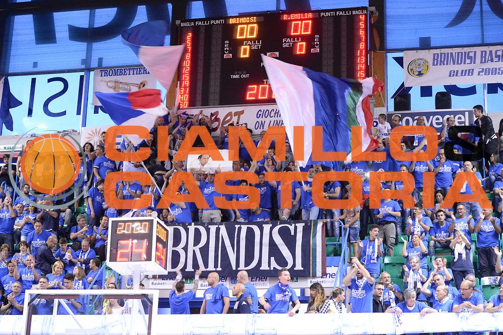 DESCRIZIONE : Brindisi Lega A 2014-15 Play Off Gara3 Quarti di Finale Enel Brindisi GrissinBon Reggio Emilia<br /> GIOCATORE : Tifosi Enel Brindisi<br /> CATEGORIA : Tifosi<br /> SQUADRA : Enel Brindisi<br /> EVENTO : Campionato Lega A 2014-2015<br /> GARA : Enel Brindisi GrissinBon Reggio Emilia<br /> DATA : 23/05/2015<br /> SPORT : Pallacanestro <br /> AUTORE : Agenzia Ciamillo-Castoria/M.Longo<br /> Galleria : Lega Basket A 2014-2015 <br /> Fotonotizia : Brindisi Lega A 2014-15 Play Off Gara3 Quarti di Finale Enel Brindisi GrissinBon Reggio Emilia