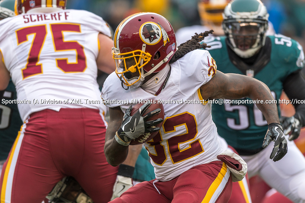 PHILADELPHIA, PA - DECEMBER 11: Washington Redskins running back Rob Kelley (32) fakes out his defender during the game between the Washington Redskins and the Philadelphia Eagles on December 11, 2016 at Lincoln Financial Field in Philadelphia PA. (Photo by Gavin Baker/Icon Sportswire)