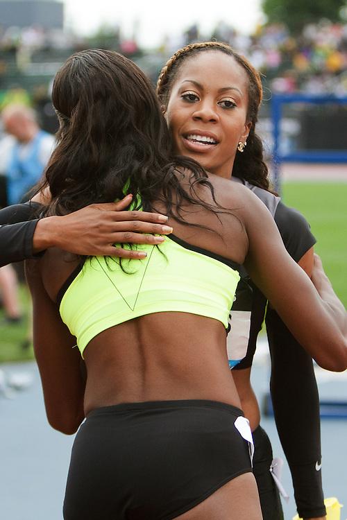 women's 200 meters, Sanya Richards-Ross, USA, post race hug congratulations