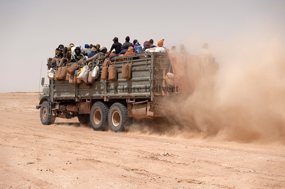 Truck in the ténéré desert full of african migrants going to Dirkou, Niger