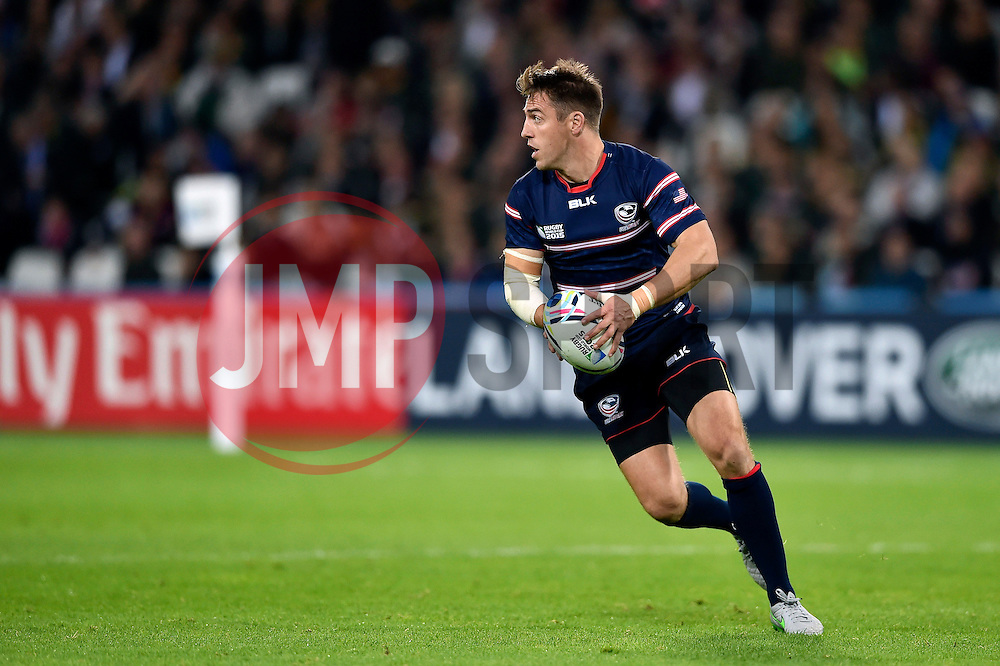 Chris Wyles of the USA in possession - Mandatory byline: Patrick Khachfe/JMP - 07966 386802 - 07/10/2015 - RUGBY UNION - The Stadium, Queen Elizabeth Olympic Park - London, England - South Africa v USA - Rugby World Cup 2015 Pool B.
