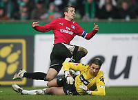Fotball<br /> Bundesliga <br /> 17.02.2007<br /> Foto: Witters/Digitalsport<br /> NORWAY ONLY<br /> <br /> Tor 0:2 Rafael van der Vaart gegen Torwart Tim Wiese Werder<br /> Bundesliga Werder Bremen - Hamburger SV 0:2