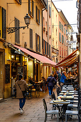 Cafes and restaurants fill the Via Pescherie Vecchie in Bologna, Italy<br /> <br /> (c) Andrew Wilson | Edinburgh Elite media