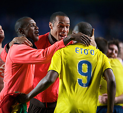 LONDON, ENGLAND - Wednesday, May 6, 2009: Barcelona's Thierry Henry celebrates with team-mate Samuel Eto'o after his side's dramatic injury time winning away goal victory over Chelsea during the UEFA Champions League Semi-Final 2nd Leg match at Stamford Bridge. (Photo by David Rawcliffe/Propaganda)
