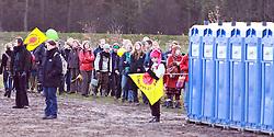 06.11.2010, Castortransport Demonstration, Dannenberg Nebenstedt, GER, Lange Warteschlangen vor den Dixiklos der Frauen, EXPA Pictures © 2010, PhotoCredit: EXPA/ nph/  Kohring+++++ ATTENTION - OUT OF GER +++++