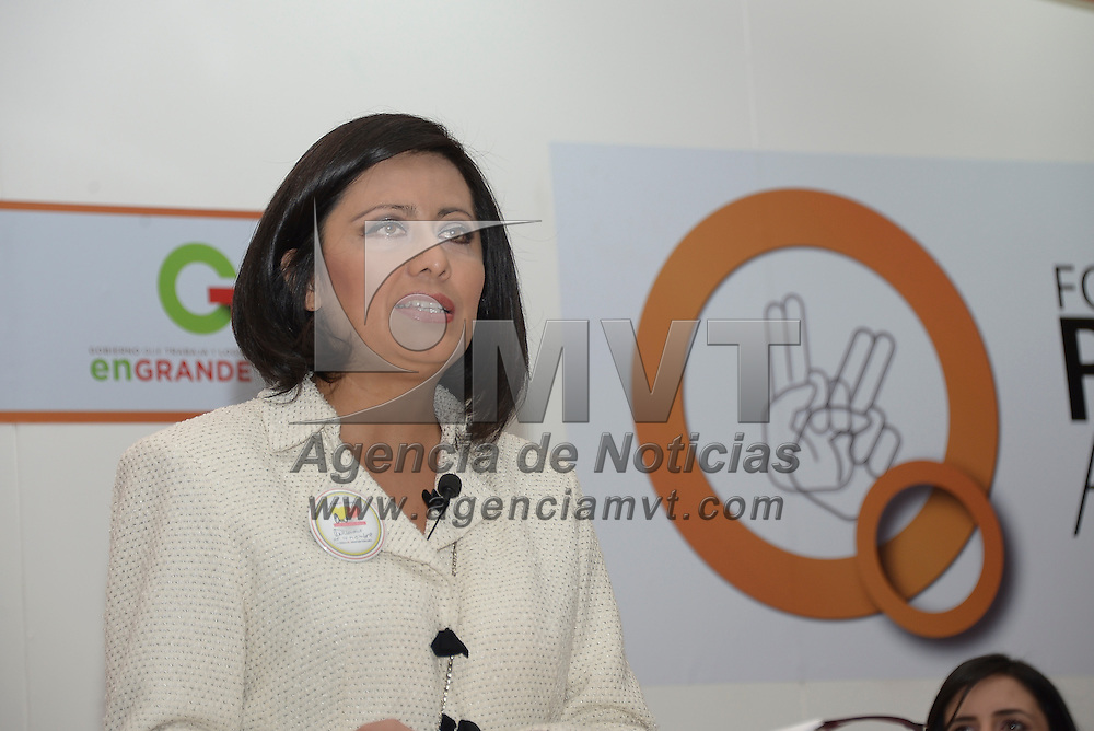 Toluca, México.- Diana Elisa González Calderón presidenta del DIF Toluca  durante el foro Retos y propuestas a favor de las Personas con Discapacidad. Agencia MVT / Crisanta Espinosa