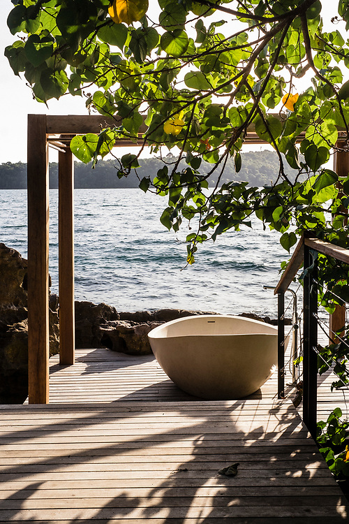 Bathtub with sea view at the Two bedroom seaview villa