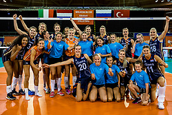 11-08-2018 NED: Rabobank Super Series Netherlands - Turkey, Eindhoven<br /> Netherlands in the final against Russia. The Dutch win the semi final in straight sets 3-0 / Dutch team with crew