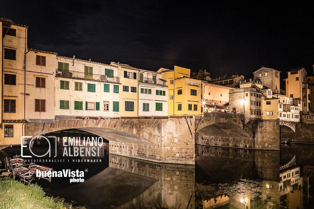 Firenze, Italia, 2016<br /> Il Ponte Vecchio &egrave; uno dei simboli della citt&agrave; di Firenze ed uno dei ponti pi&ugrave; famosi del mondo. Attraversa il fiume Arno nel suo punto pi&ugrave; stretto, dove nell'antichit&agrave; esisteva un guado.<br /> <br /> Florence, Italy, 2016<br /> The Ponte Vecchio (&quot;Old Bridge&quot;) is a Medieval stone closed-spandrel segmental arch bridge over the Arno River, in Florence, Italy, noted for still having shops built along it, as was once common. Butchers initially occupied the shops; the present tenants are jewelers, art dealers and souvenir sellers. The Ponte Vecchio's two neighbouring bridges are the Ponte Santa Trinita and the Ponte alle Grazie.