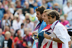 05.08.2012, Wimbledon, London, GBR, Olympia 2012, Tennis, Herren Finale, im Bild Juan Martin Del Potro (ARG), Olympiasieger Andy Murray (GRB) und Roger Federer (SUI) posieren mit den Medaillen fuer die Fotografen // during Tennis Mens Final, at the 2012 Summer Olympics at Wimbledon, London, United Kingdom on 2012/08/05. EXPA Pictures © 2012, PhotoCredit: EXPA/ Freshfocus/ Valeriano Di Domenico..***** ATTENTION - for AUT, SLO, CRO, SRB, BIH only *****