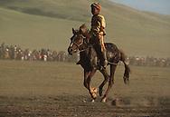 Mongolia. dalanzadgad  , Gobi desert. Kid's horse race; naadam    /  l'arrivee de la course du Naadam de dalanzadgad dans le désert de Gobi  /39     /  P0000558