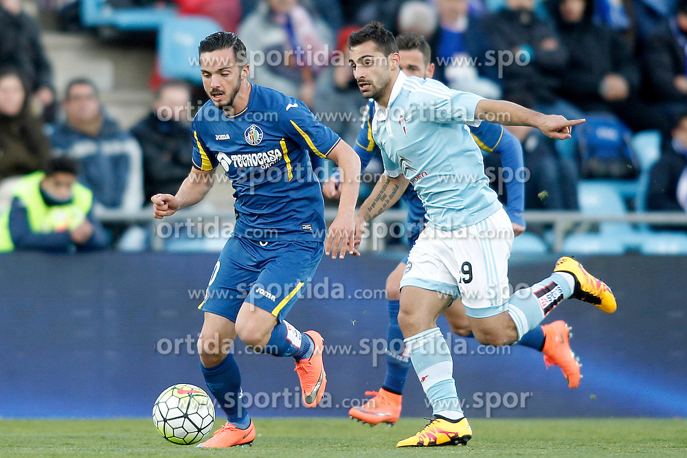 27.02.2016, Estadio Balaidos, Vigo, ESP, Primera Division, Getafe CF vs RC Celta, 26. Runde, im Bild Getafe's Pablo Sarabia (l) and Celta de Vigo's Jonny Castro // during the Spanish Primera Division 26th round match between Getafe CF and RC Celta at the Estadio Balaidos in Vigo, Spain on 2016/02/27. EXPA Pictures &copy; 2016, PhotoCredit: EXPA/ Alterphotos/ Acero<br /> <br /> *****ATTENTION - OUT of ESP, SUI*****