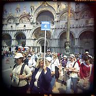 Italie, Venise, San Marco..Piazza San Marco. Des milliers de touristes affluent sur la place chaque jour..© Jean-Patrick Di Silvestro
