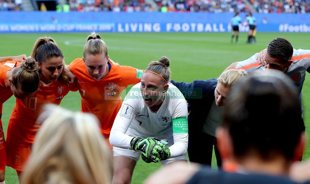 Netherlands goalkeeper Sari van Veenendaal in a huddle before kick-off