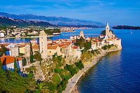 Croatie, baie de Kvarner, Ile et ville de Rab, enfilade des clochers // Croatia, Kvarner bay, island and city of Rab, succession of bell towers